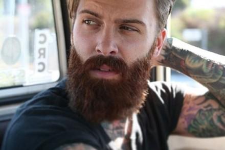 Quand la barbe devient rousse chez les bruns